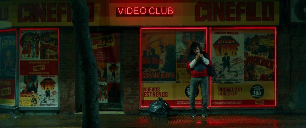 El videoclub frente al banco nos pone en la época
