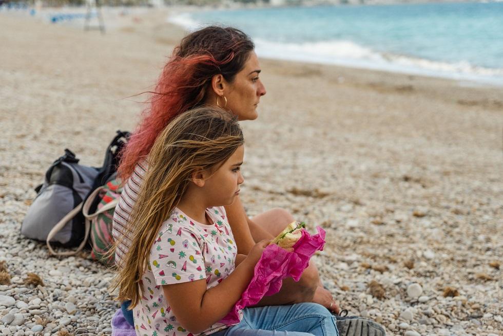 Pepa y Leila en la playa: Si alguna vez una expresión transmitió la soledad de una madre...