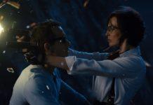 Guy y Molotov. Un guiño directo a Matrix y a Tomb Raider