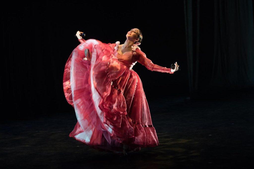 Paula García en un solo para bailarina sobre el cuarto movimiento de la Symphonie espagnole. la coreografía del fallecido José Granero @Silvia del Barrio