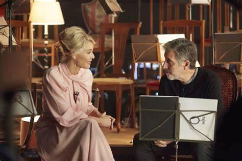 Belén Rueda (izda.) y Emilio Aragón (dcha.) en la segunda temporada del programa musical B.S.O.