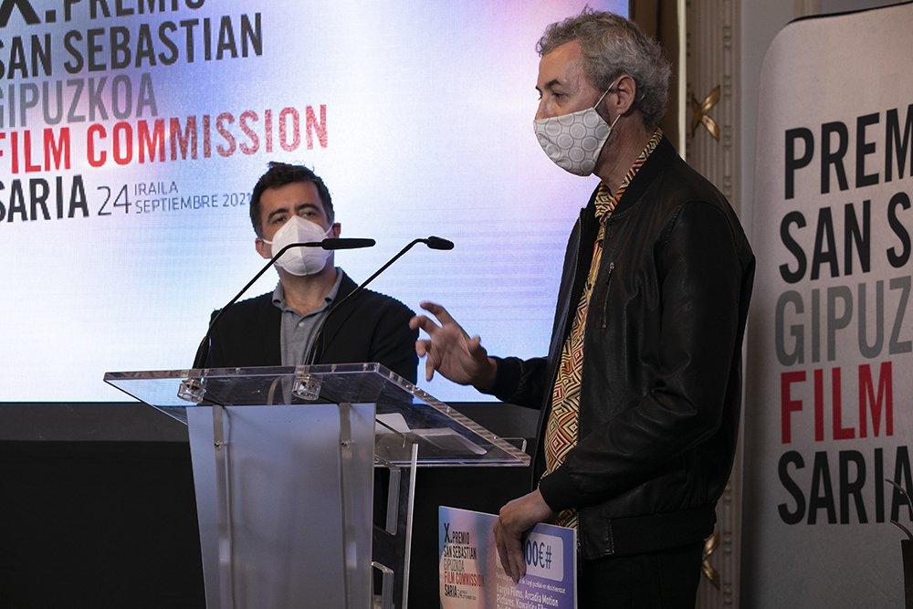 Igor Legarreta recogiendo el  X Premio de la San Sebastian-Gipuzkoa Film Commission. Fotografía de Sara Santos